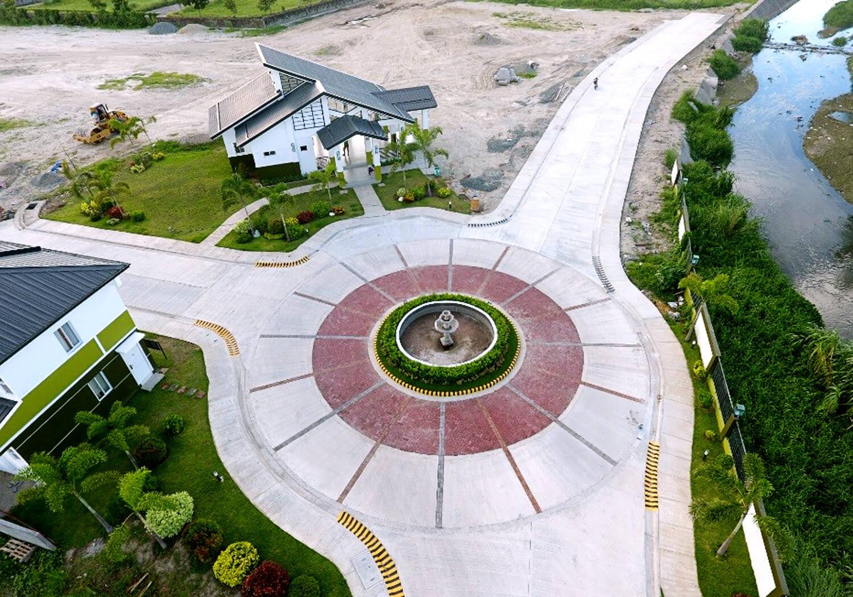 Pampanga - LAF2 rotunda